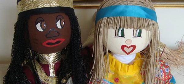 Bonecos Azizi e Sofia são usados por escola infantil para trabalhar diversidade