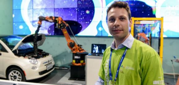 Lincoln Lepri, criador do snake robot