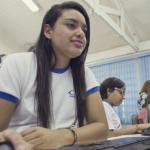 Gabriela Santos, aluna do sexto ano, estuda português com jogo de palavras e coletivos - Gabo Morales