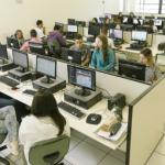 Laboratório de informática da escola tem 36 computadores - Gabo Morales