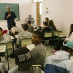 Turma do segundo ano em uma aula expositiva - Gabo Morales