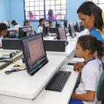 Nas escolas, a internet via satélite é cara e lenta: 1 Mbps chega a custar R$ 4 mil - Divulgação: Seduc/Amazonas