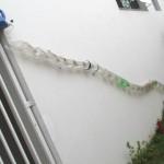 Sistema feito de garrafas pet que reaproveita água do ar condicionado. Crédito: Blog Com-Vida Murilo Braga