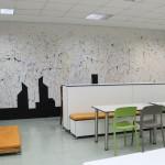 Os alunos também ficaram responsáveis pela pintura de uma das paredes - Crédito: Marina Lopes / Porvir