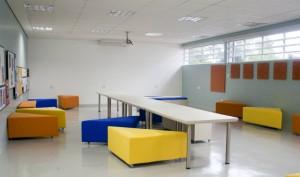 Os mobiliários se reorganizam conforme as atividades que serão realizadas no espaço - Crédito: Divulgação