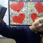 Nos passeios ou na sala de aula, as crianças podem tirar fotos Crédito: Vinícius de Oliveira